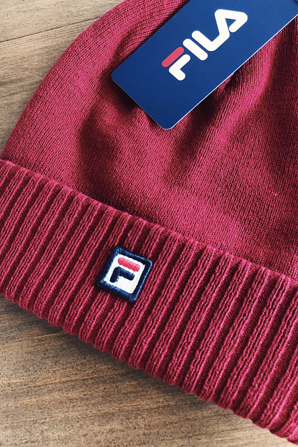 Fila - Red hat with a small logo