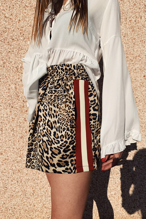 Motel - Leopard-print shorts with sports bands
