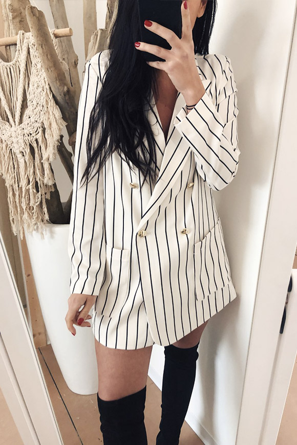 Vicolo - Jacket dressed in black and white stripes