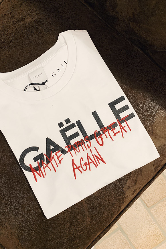 Gaelle - White t shirt with embroidery