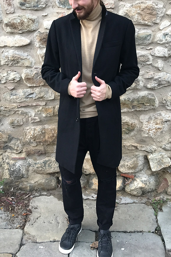 Minimum - Long black coat