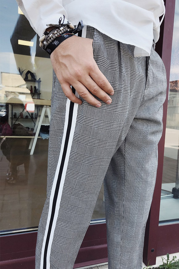 Berna - White and black check trousers with side band