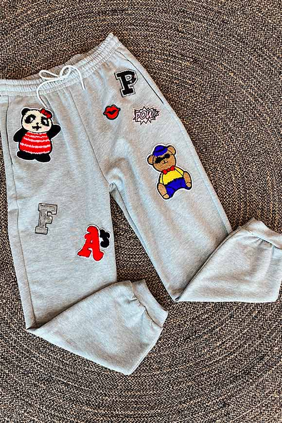 Dixie - Gray sweatpants with teddy bear patch