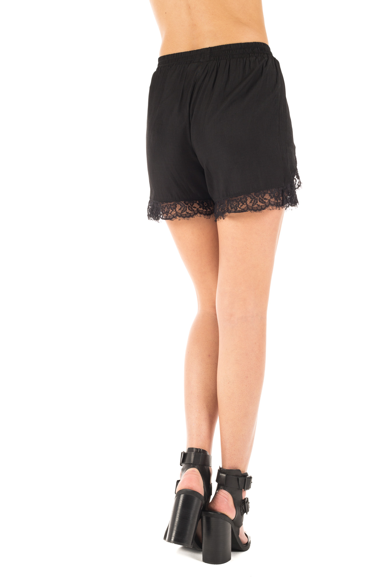 Minimum - Shorts with lace buttom cuff