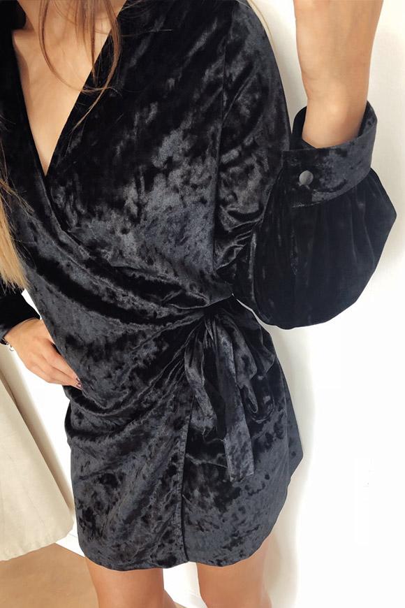 22af78903afa ... Vicolo - Vestito nero in velluto a portafoglio