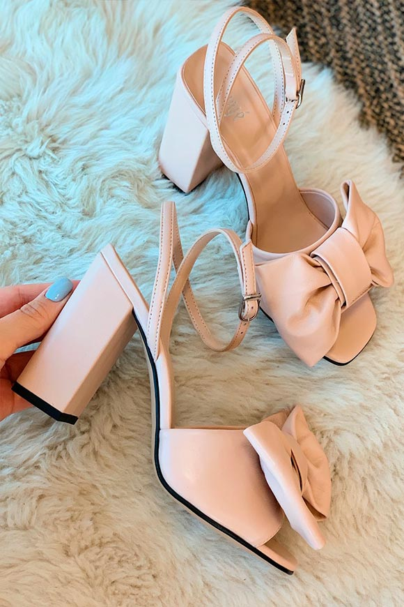 Ovyé - Pink sandals with large bow