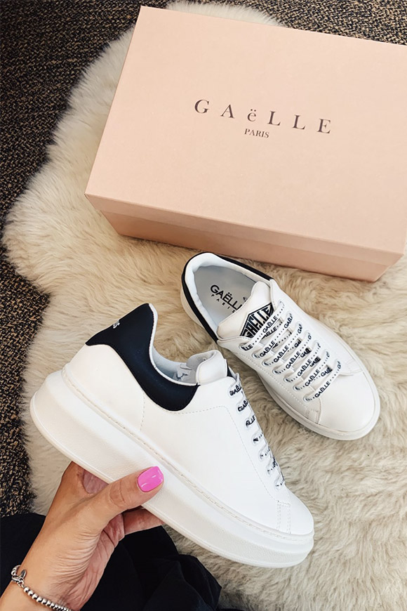 Gaelle - White platform shoes with black heel