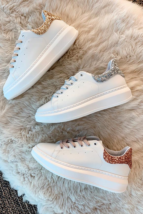 Ovyé - White sneakers with pink glitter heel