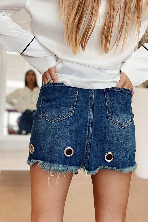 bene fuori x outlet spedizione gratuita Gonna in jeans con cerchietti sfrangiata