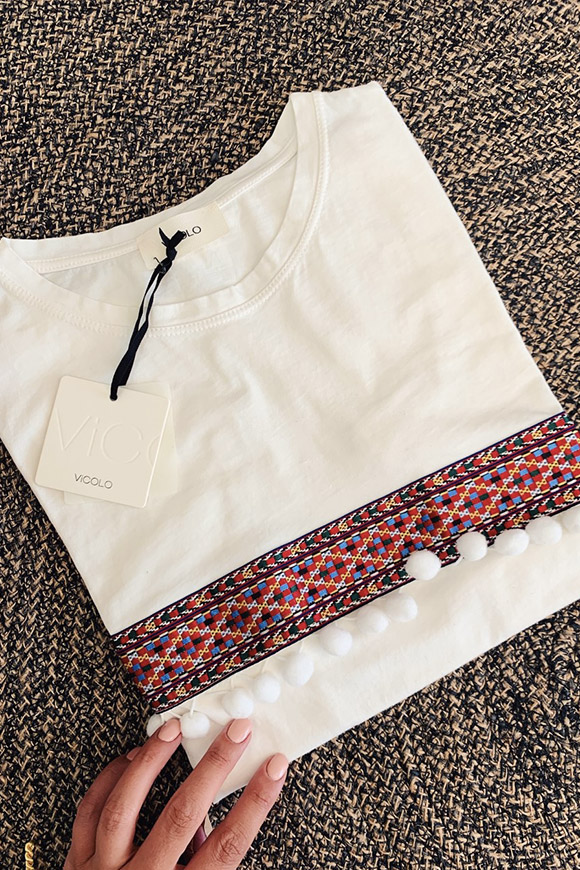 Vicolo - T shirt with braid on white chest