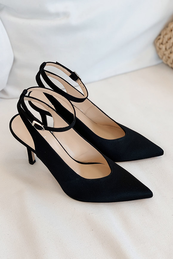 Ovyé - Black satin pumps