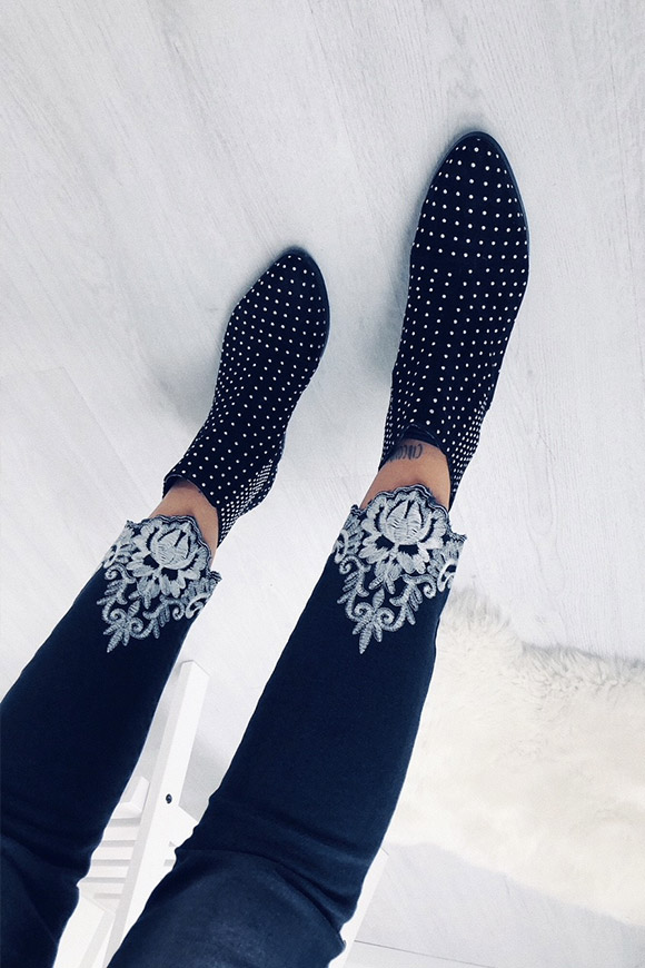 BSB - Black skinny jeans with white embroidery on the bottom