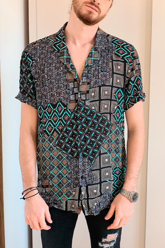 Berna - Half-sleeve geometric patterned shirt