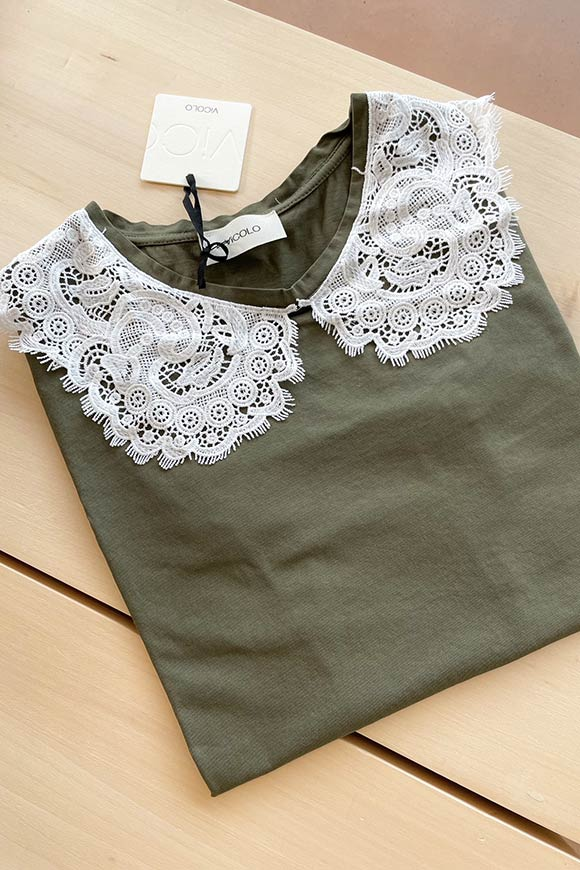 Vicolo - Military green t shirt with French lace collar