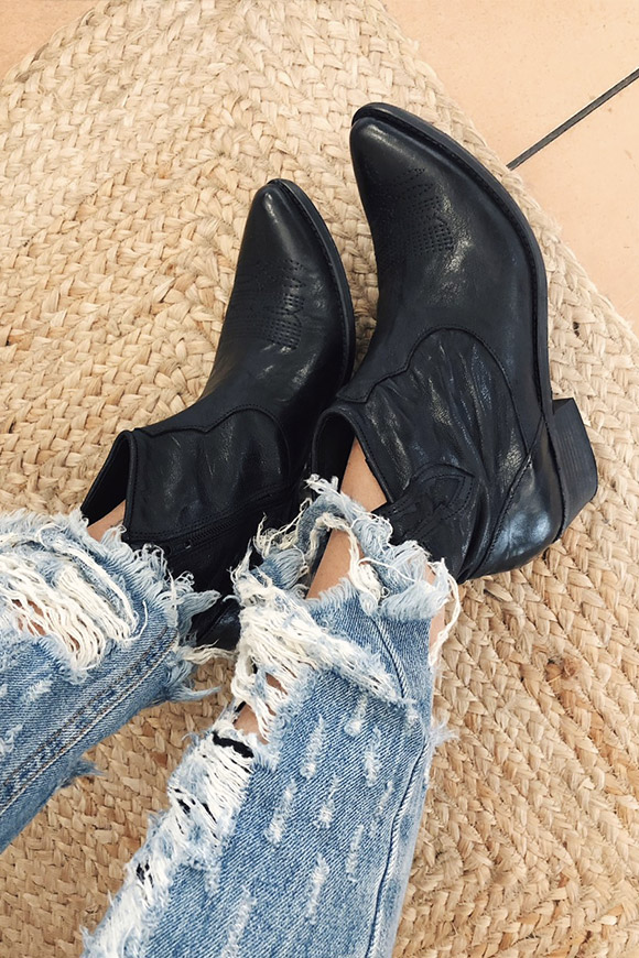 Ovyé - Black Texan ankle boots in genuine leather