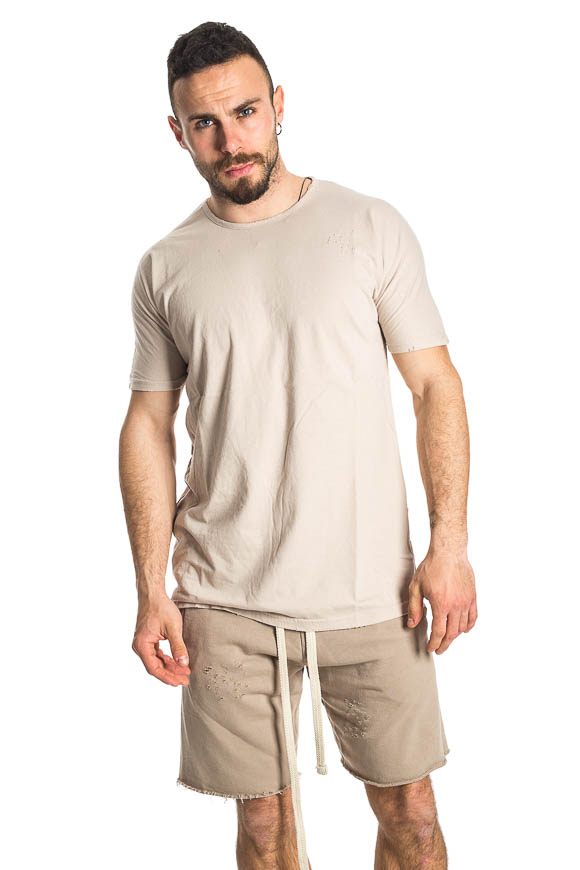 Family First - T shirt beige con strappi