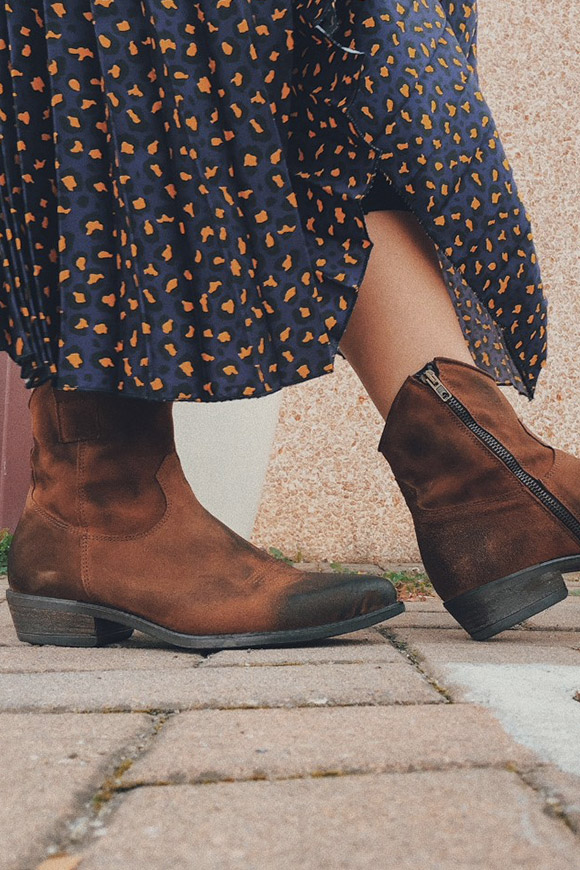 Ovyé - Texan brown suede ankle boots