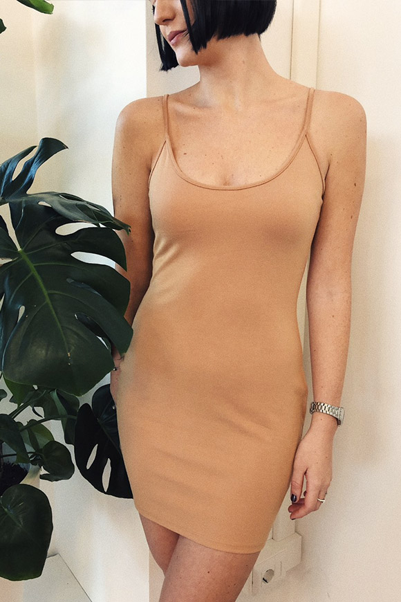 NA-KD - Nude fitting dress with fine straps