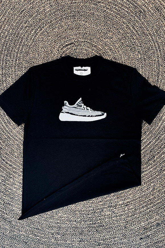 Easy Slip On - T shirt black embroidery Yeezy Boots 350 v2
