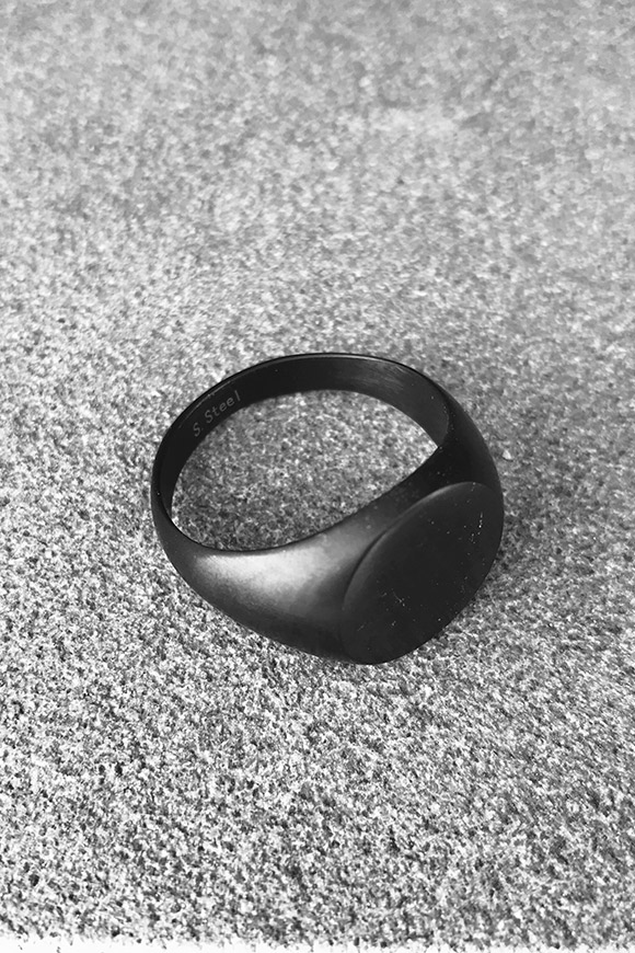 Calibro Shop - Opaque black round ring