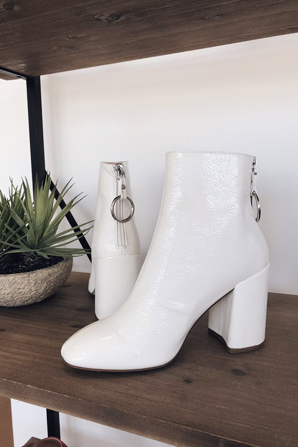 b25f46dde94 Steve Madden Posed white patent leather ankle boots - Calibro Shop