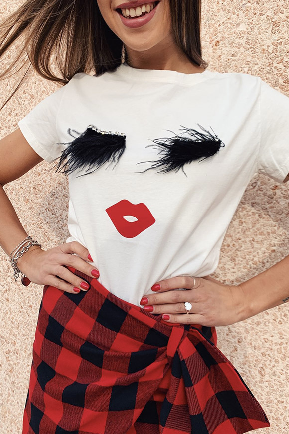 Vicolo - T shirt with feather eyelashes