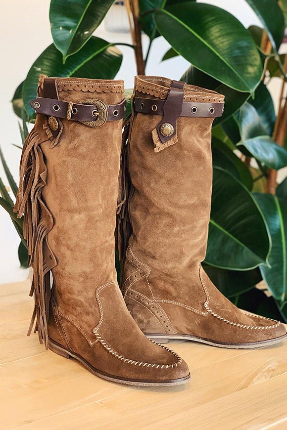 Ovyé - Brown boots with suede fringes
