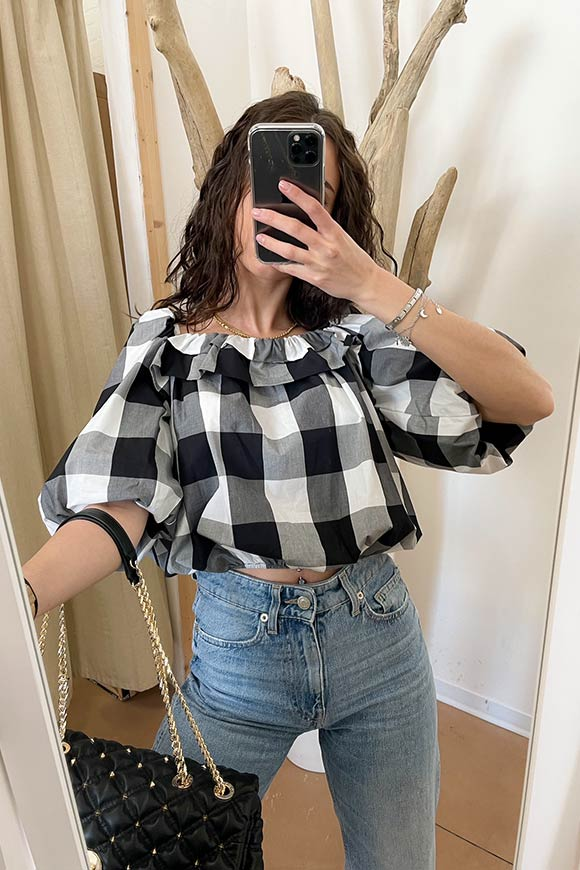 Vicolo - Big black and white checkered blouse with balloon sleeves