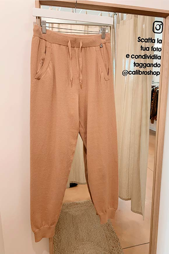 Dixie - Soft knitted camel jogger trousers