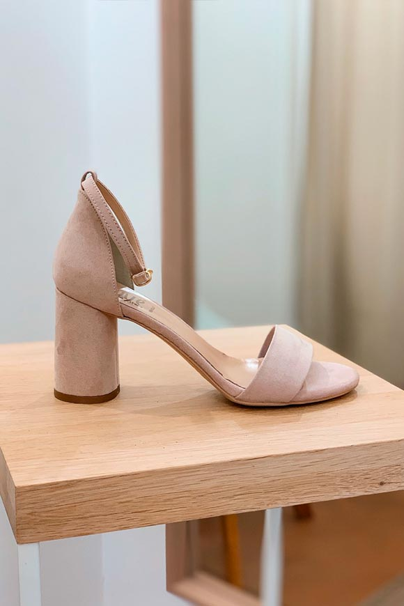 Ovyé - Nude suede sandals with round heel