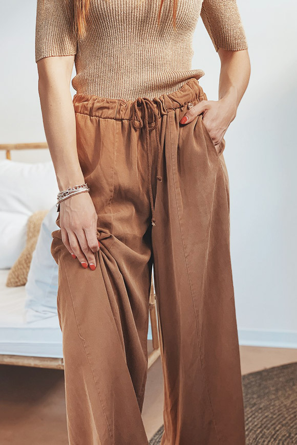 Motel - Pantaloni ampi in denim marrone