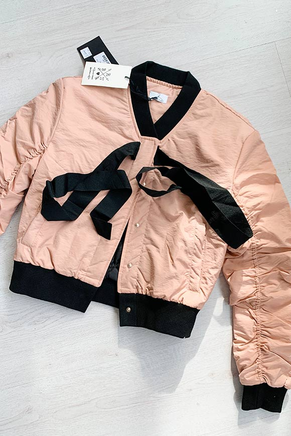 Berna - Curled pink and black bomber