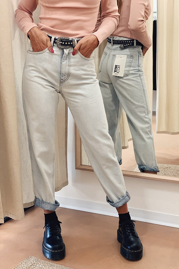 Vicolo - Clear Kate jeans, Mum-fit model