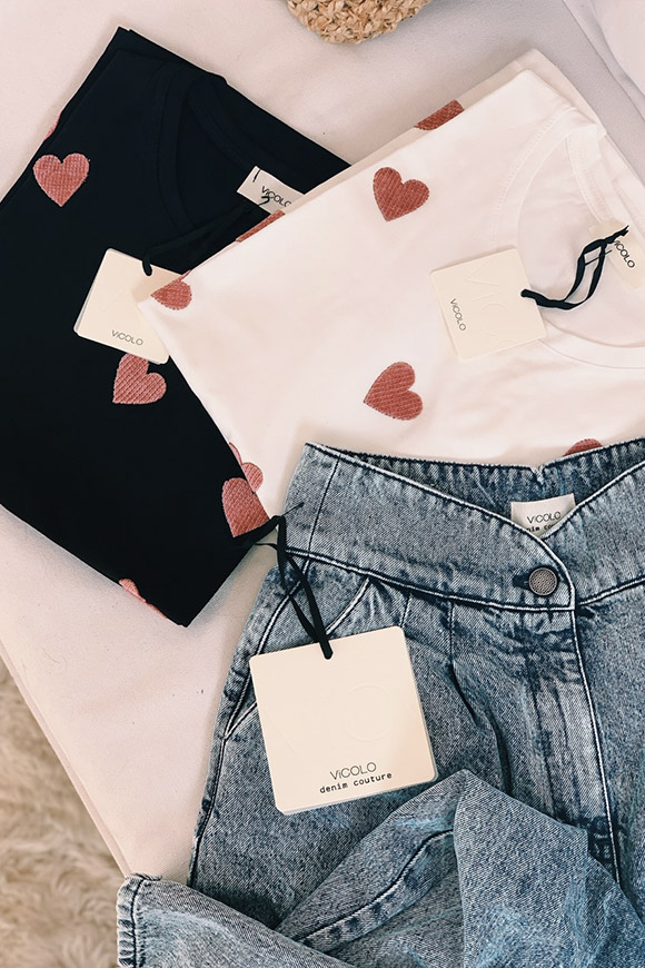 Vicolo - Black t shirt with pink velvet hearts