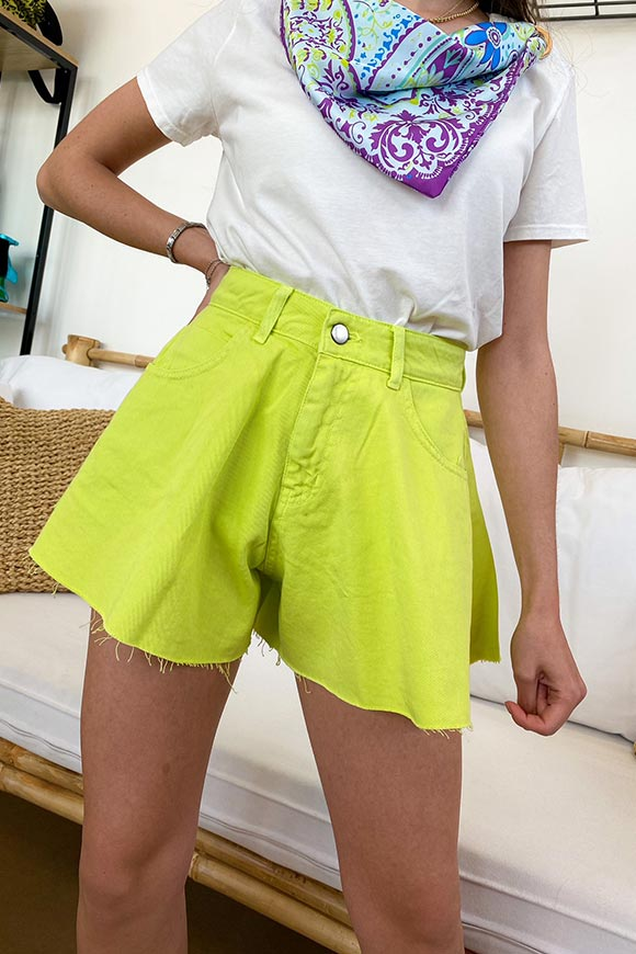 Kontatto - Lime bell-shaped denim shorts