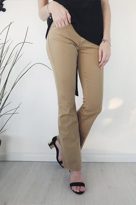 427b576784fb21 BSB Pantaloni neri morbidi con rouche laterali. 75,00 € - 45,00 € · Vicolo  - Jeans beige a zampa ...