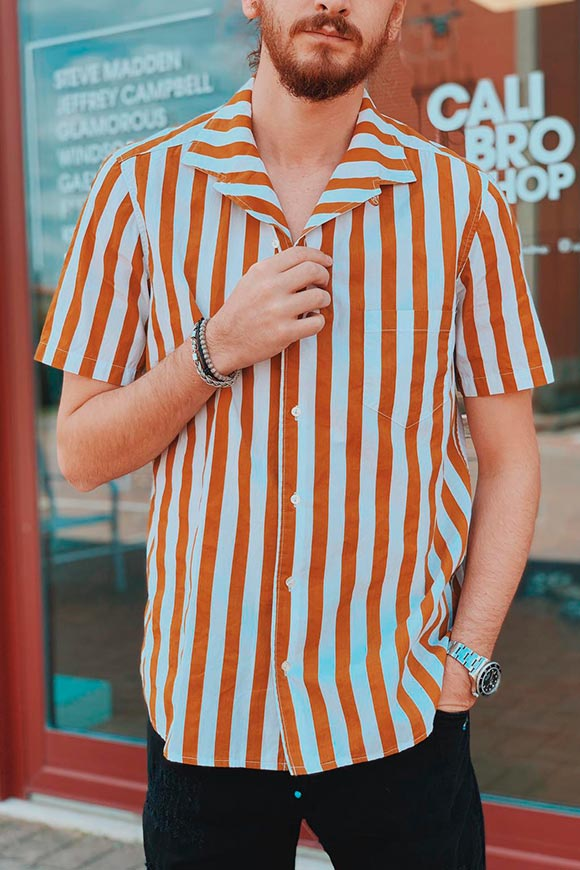 Berna - White striped shirt and mustard