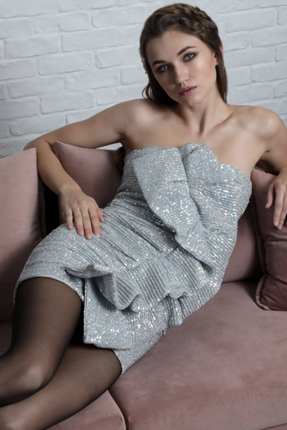 Le Voliere - Vestito Ashley in paillettes silver con rouches