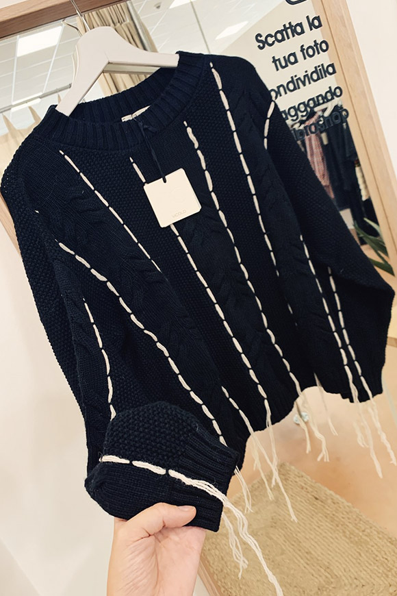 Vicolo - Black braided sweater with white filaments