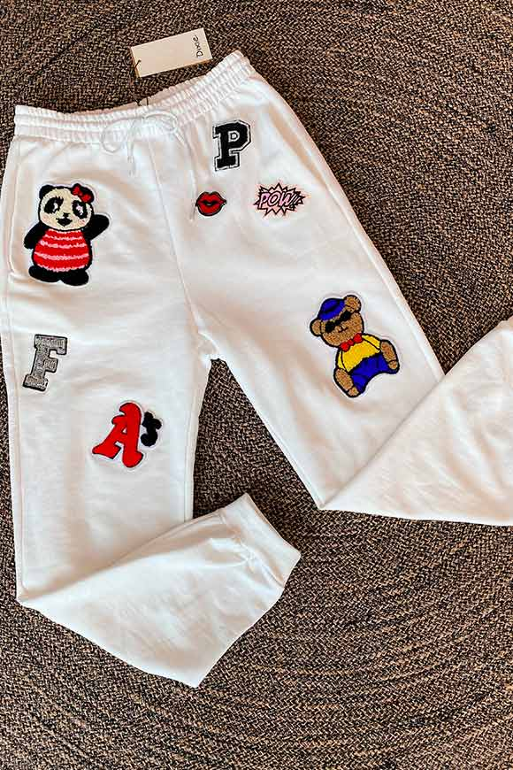 Dixie - White tracksuit trousers with bear patch